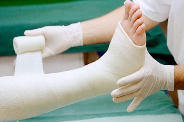 Chăm sóc như thế nào sau khi gãy xương?