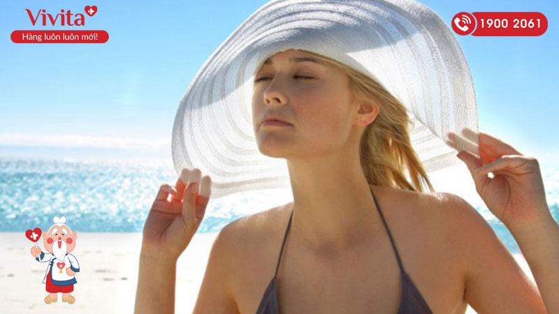 Chống nắng cho tóc là vô cùng quan trọng nhưng nhiều người thường bỏ qua