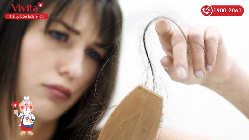 Khói bụi là một trong nguyên nhân khiến tóc yếu đi và dễ gãy rụng