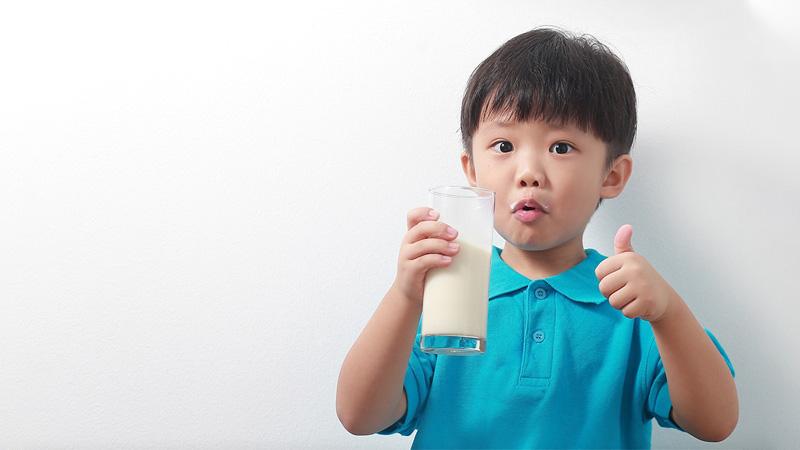 Chọn sữa phát triển chiều cao phù hợp với độ tuổi, thể trạng của trẻ