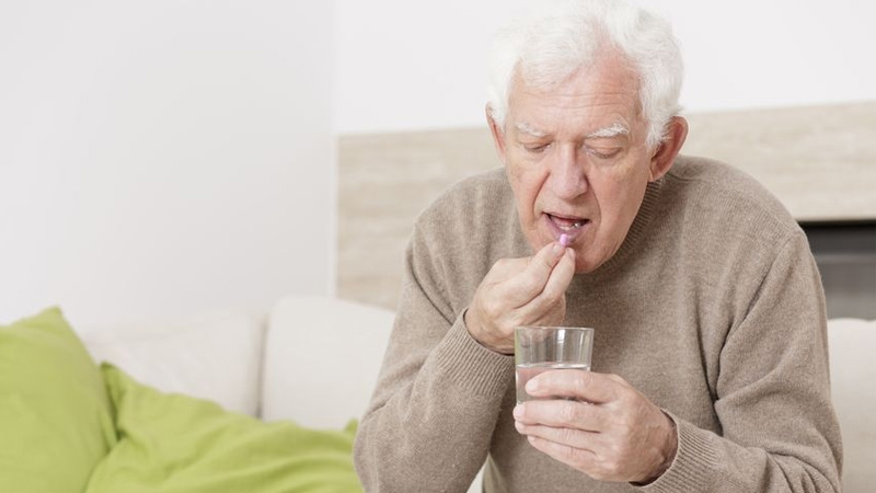 Người lớn tuổi uống canxi vào lúc nào