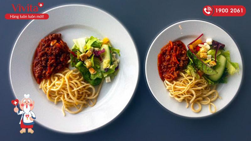 Sử dụng bát đĩa lớn hơn để ăn nhiều hơn