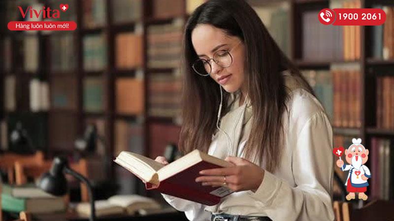 Hãy thay đổi thói quen đọc sách để bảo vệ mắt
