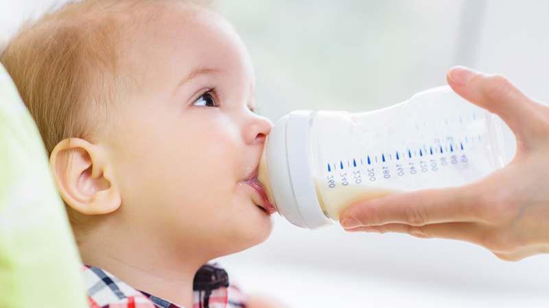 Lưu ý khi cho bé uống sữa