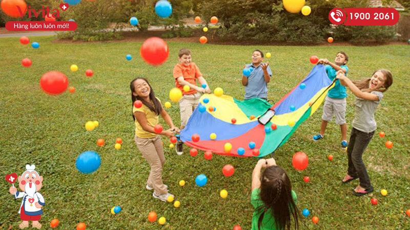 Cho trẻ tham gia những hoạt động ngoài trời