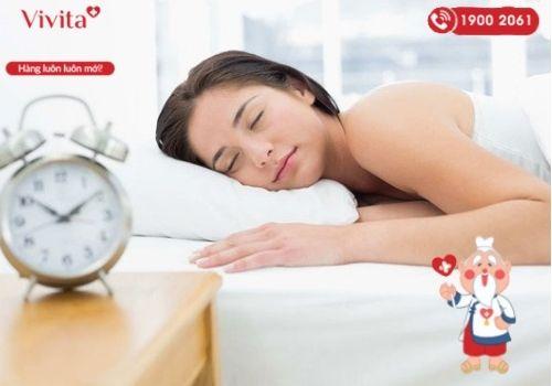 Ngủ đủ giấc giúp làm chậm quá trình lão hóa, ngăn ngừa vấn đề tim mạch và bệnh béo phì.