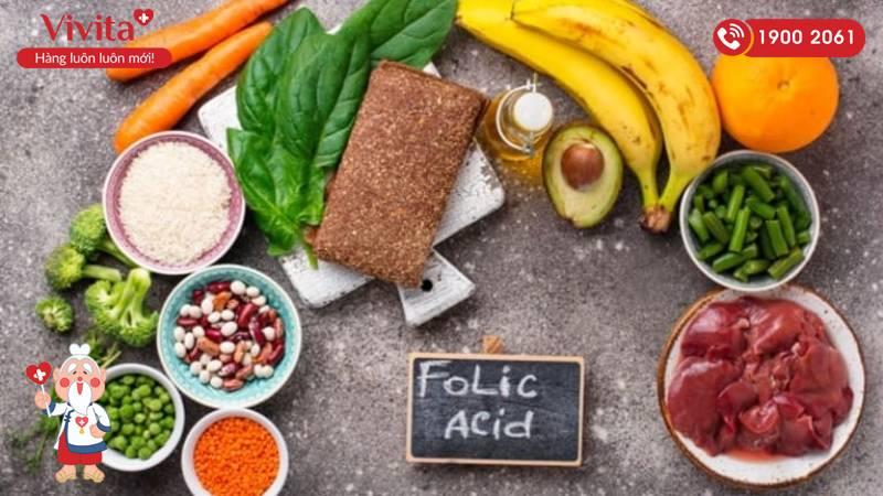 Một số loại thực phẩm giàu axit folic như trái cây, rau xanh, gan động vật...