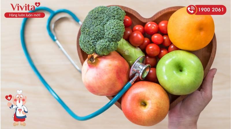 Người bị trĩ nên ăn một số loại trái cây như táo, dừa, việt quất...