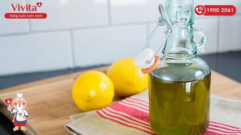 Kết hợp dầu oliu và chanh vừa giúp trị rạn vừa giúp da trắng sáng hơn