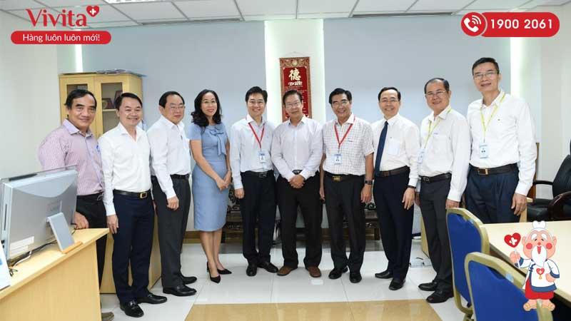 Ban lãnh đạo Đại học Y Dược Thành phố Hồ Chí Minh thăm và chúc mừng GS.TS.BS Đặng Vạn Phước nhân ngày 20/11