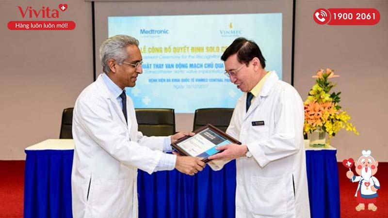 GS.TS.BS Võ Thành Nhân được công nhận là Chuyên gia đầu tiên của Việt Nam về kỹ thuật thay van động mạch chủ qua da (TAVI) vào tháng 12/2017