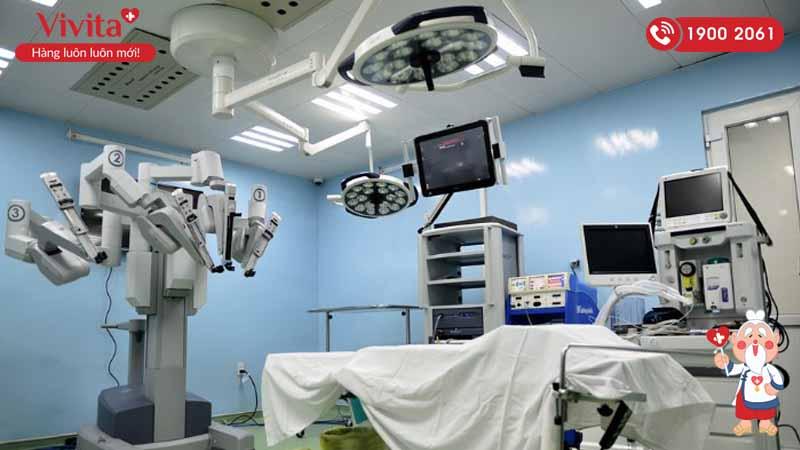 Robot phẫu thuật nội soi tại bệnh viện Bình Dân
