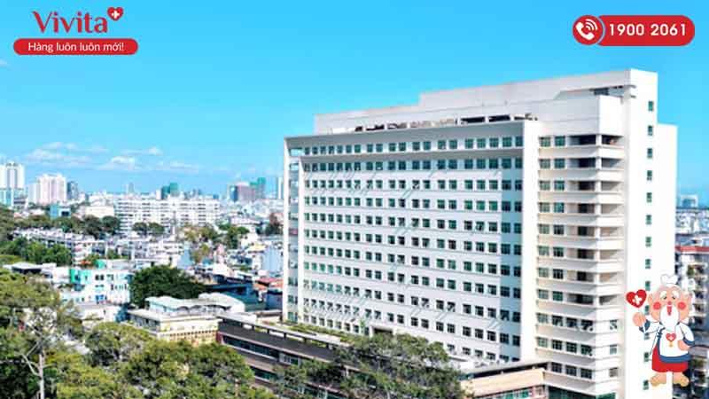 Tòa nhà 17 tầng tại trụ sở chính của bệnh viện ĐHYD TP.HCM