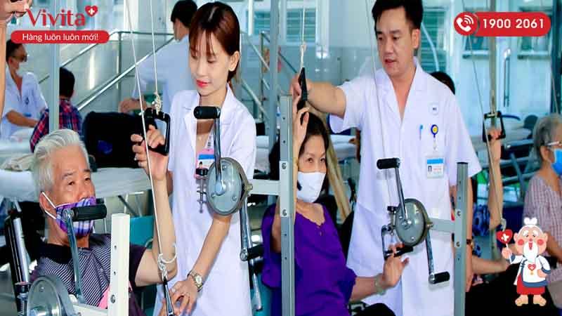 Đội ngũ y tế bệnh viện Thống Nhất đang điều trị cho bệnh nhân