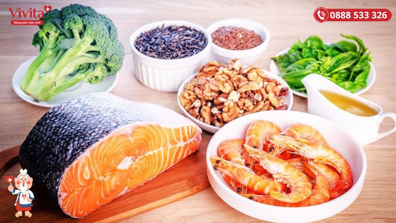 Bên cạnh việc chăm sóc da, cũng đừng quên bổ sung những thực phẩm chứa nhiều Vitamin E, Collagen, Protein,..
