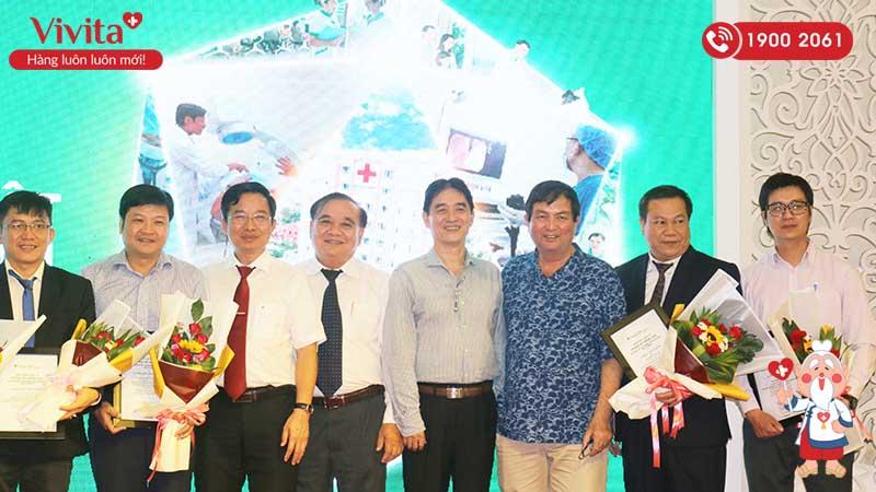 TS.BS Lê Huy Hòa tại một hội nghị Nghiên cứu Khoa học