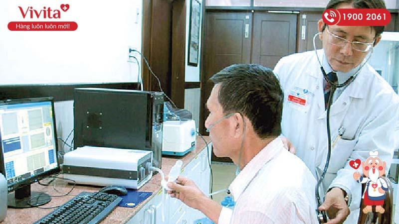Bác sĩ Dương Quý Sỹ rất tận tâm tận tình với bệnh nhân