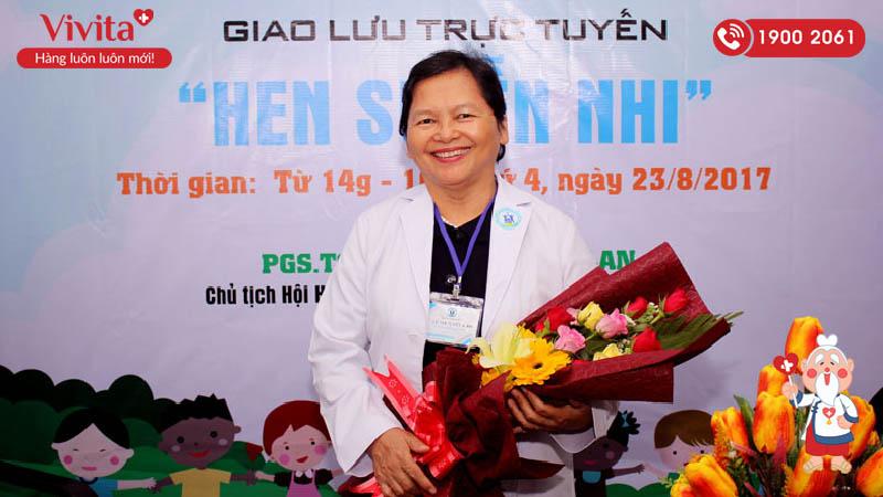 """Bác sĩ Lê Thị Tuyết Lan trong buổi giao lưu trực tuyến về """"Hen suyễn nhi"""""""