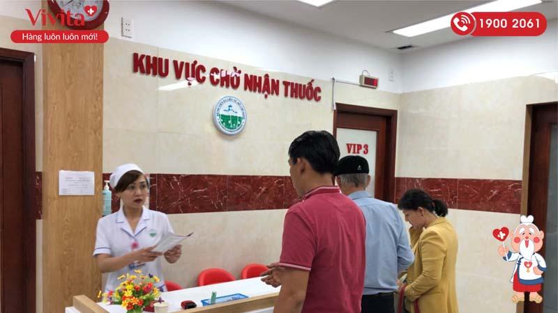 Khu vực chờ nhận thuốc của bệnh nhân đăng ký dịch vụ khám VIP