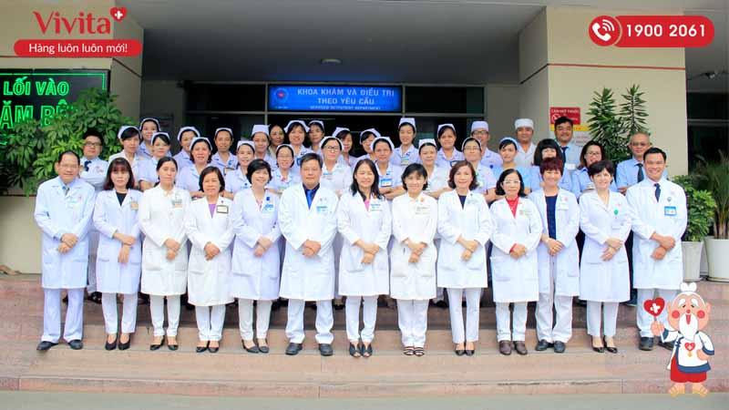 Đội ngũ nhân viên y tế khoa Khám và Điều trị theo yêu cầu