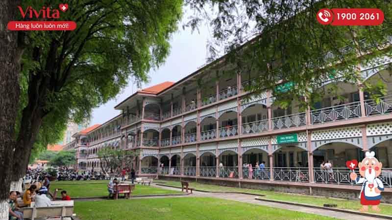 Khuôn viên bệnh viện Nhi Đồng 2 là một trong những khuôn viên bệnh viện đẹp nhất tại Thành phố Hồ Chí Minh