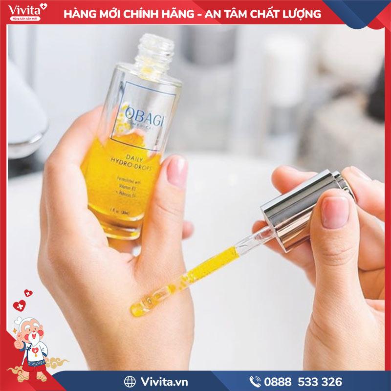 Có thể sử dụng vào ban đêm hoặc trước khi trang điểm để da căng mọng và bóng mượt hơn.